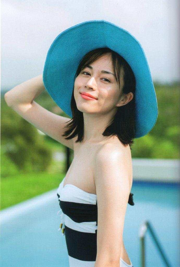 【比嘉愛未キャプ画像】高身長ファッションモデルが女優をしている時のセクシーショット 52