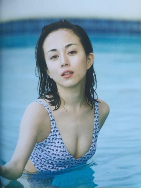 【比嘉愛未キャプ画像】高身長ファッションモデルが女優をしている時のセクシーショット 53