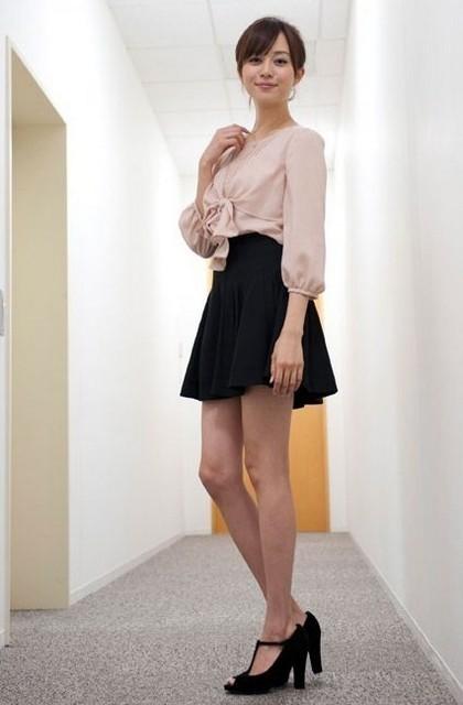 【比嘉愛未キャプ画像】高身長ファッションモデルが女優をしている時のセクシーショット 63