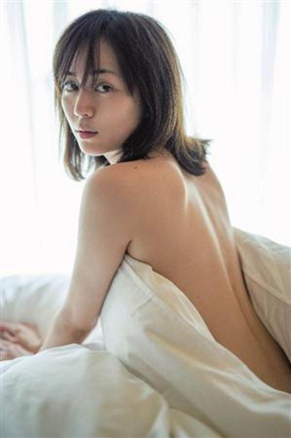 【比嘉愛未キャプ画像】高身長ファッションモデルが女優をしている時のセクシーショット 72