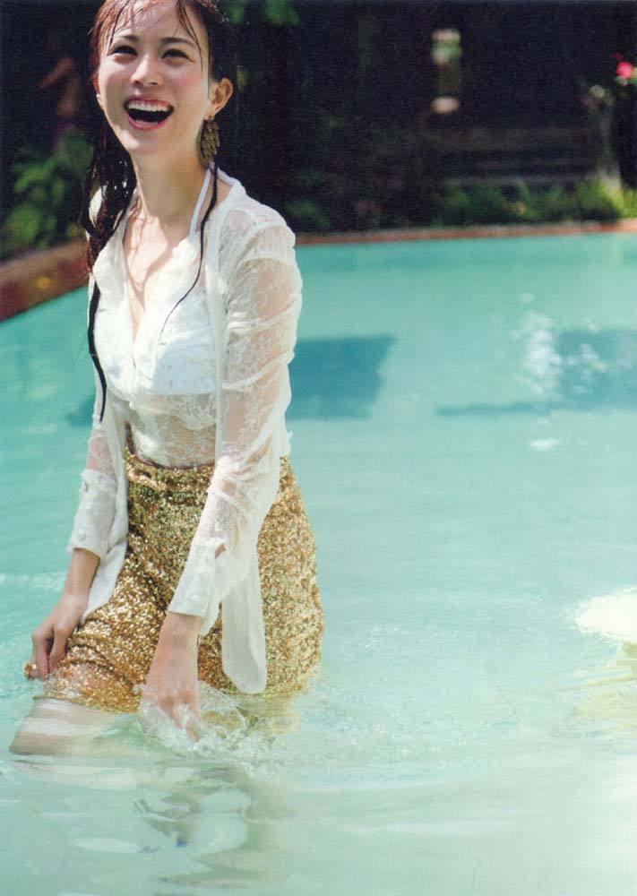 【比嘉愛未キャプ画像】高身長ファッションモデルが女優をしている時のセクシーショット 78