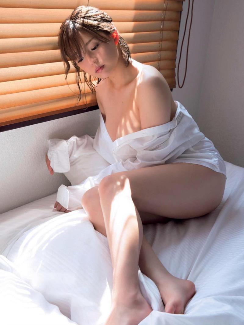 【篠崎愛グラビア画像】あどけない童顔にGカップ巨乳のアンバランスさがエロい! 15