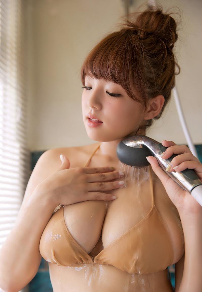 【篠崎愛グラビア画像】あどけない童顔にGカップ巨乳のアンバランスさがエロい! 36