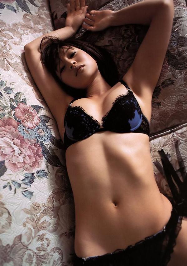 【平田弥里グラビア画像】ウルトラマンメビウスでメガネっ娘を演じてたグラドル! 53
