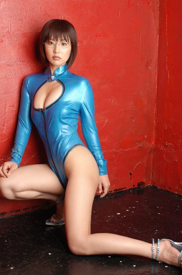 【平田弥里グラビア画像】ウルトラマンメビウスでメガネっ娘を演じてたグラドル! 78