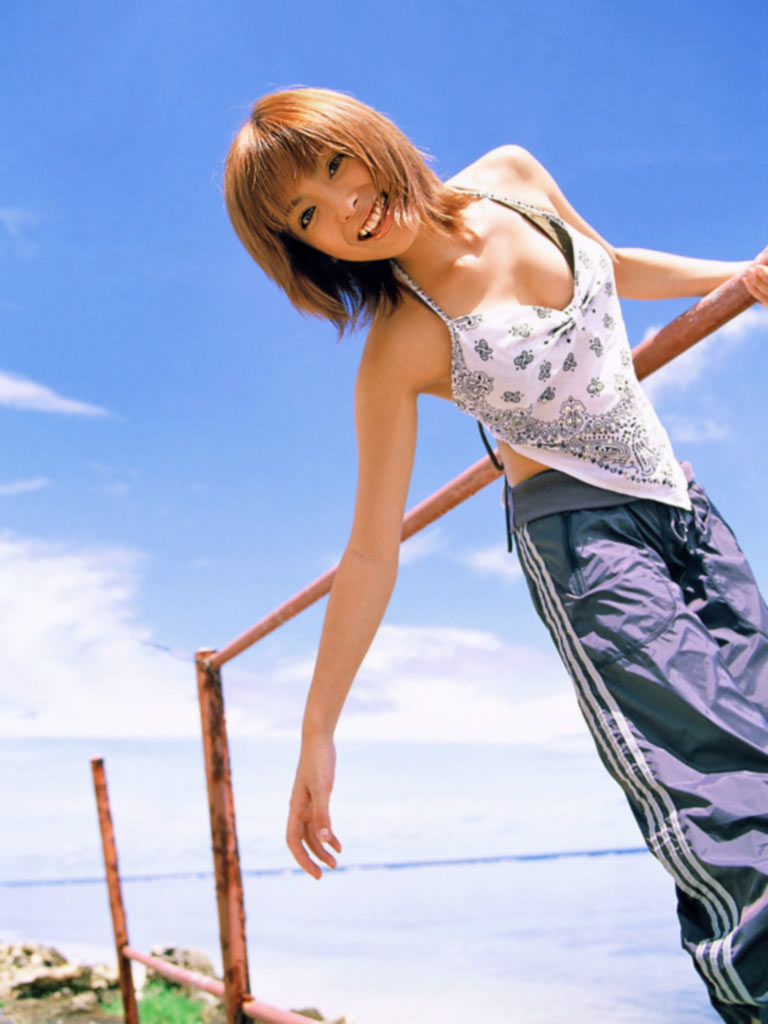 【平山あやグラビア画像】ホリプロタレントの可愛いからセクシーまでが詰まったお宝写真 28
