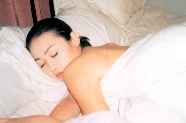【辺見えみりお宝画像】両親が大物芸能人の二世タレントが晒したヌード写真 04