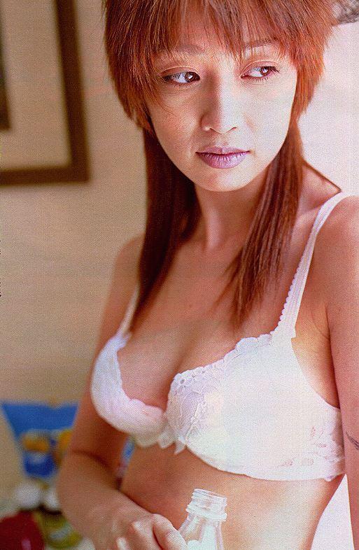 【辺見えみりお宝画像】両親が大物芸能人の二世タレントが晒したヌード写真 27