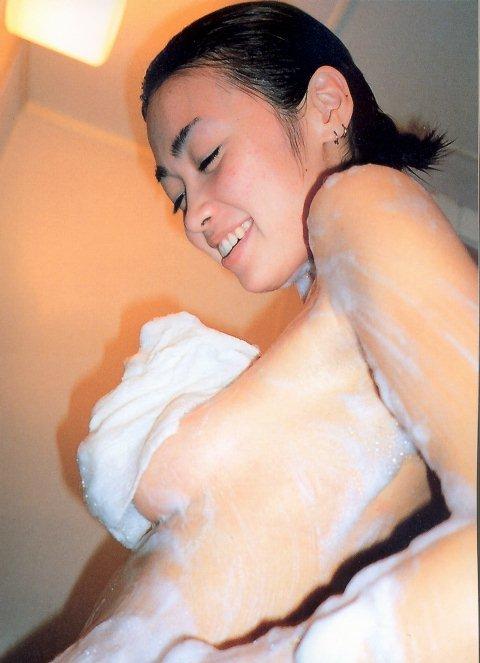 【辺見えみりお宝画像】両親が大物芸能人の二世タレントが晒したヌード写真 68