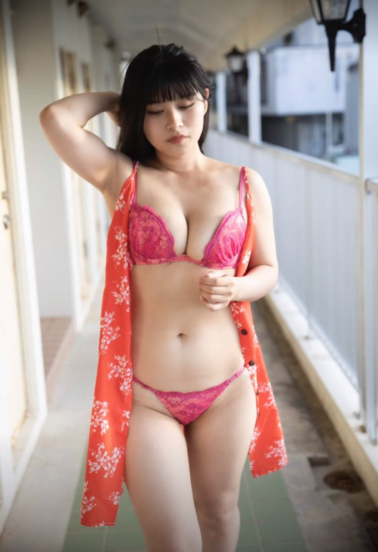 【四宮由貴エロ画像】黒髪ロングのぽっちゃり爆乳コスプレイヤー! 29