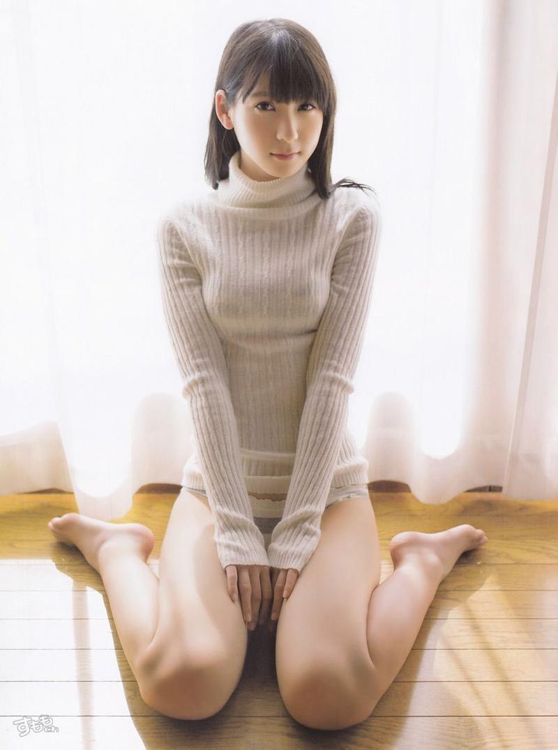 【着衣おっぱいエロ画像】服を着ていてもおっぱいラインがエロい美女! 16