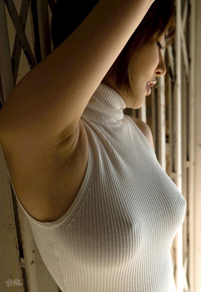 【着衣おっぱいエロ画像】服を着ていてもおっぱいラインがエロい美女! 21