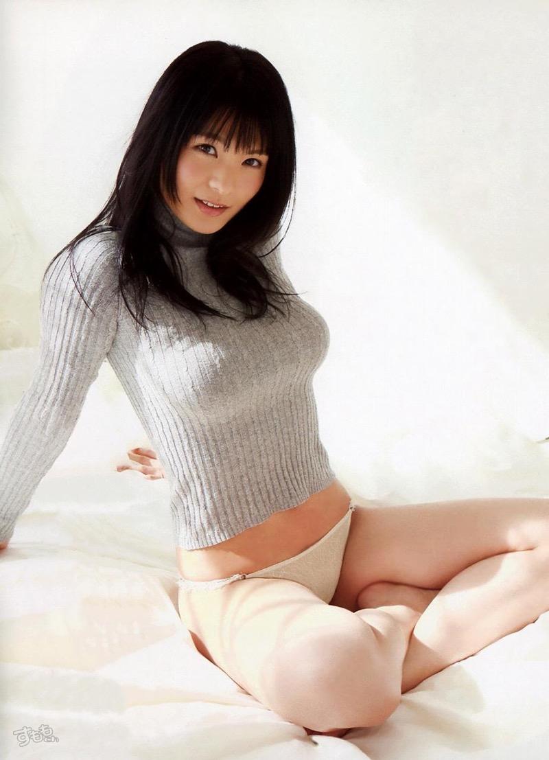 【着衣おっぱいエロ画像】服を着ていてもおっぱいラインがエロい美女! 36