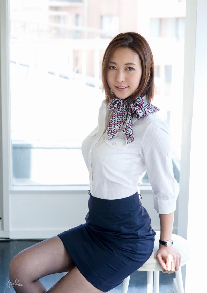 【着衣おっぱいエロ画像】服を着ていてもおっぱいラインがエロい美女! 43