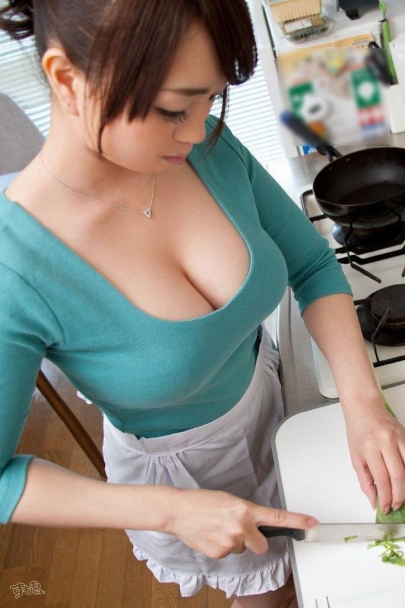 【着衣おっぱいエロ画像】服を着ていてもおっぱいラインがエロい美女! 54