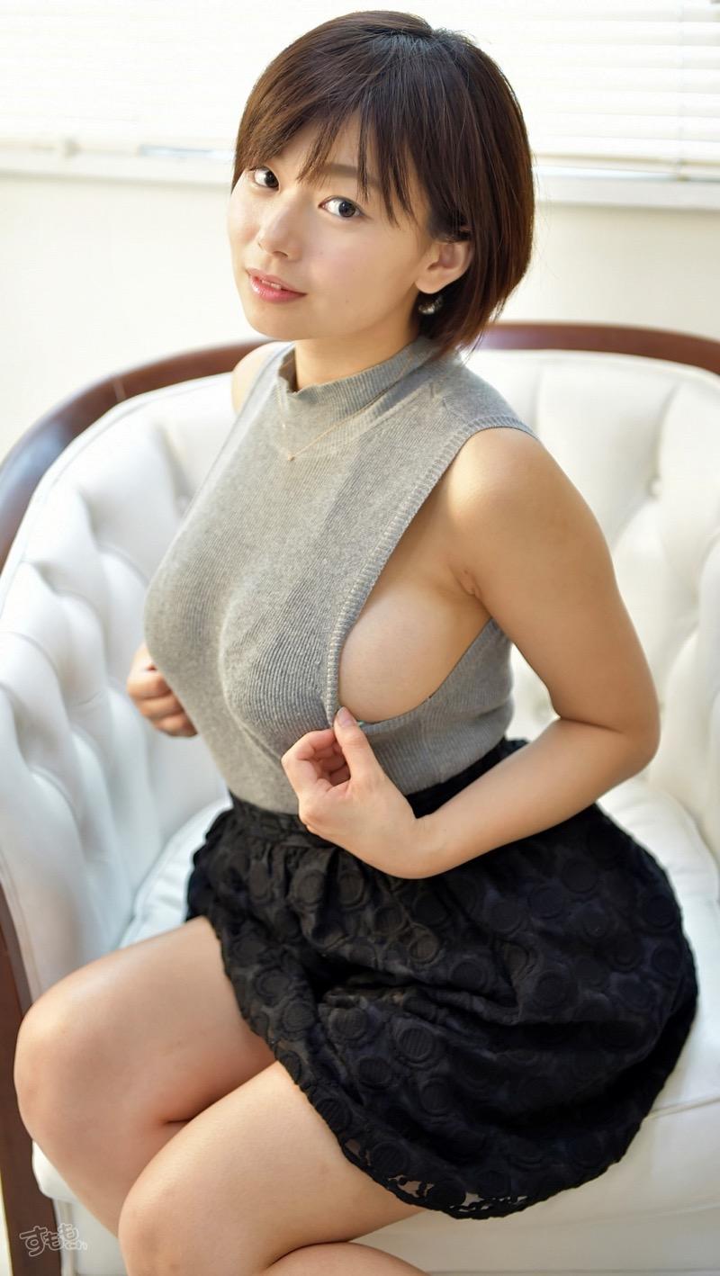 【着衣おっぱいエロ画像】服を着ていてもおっぱいラインがエロい美女! 57