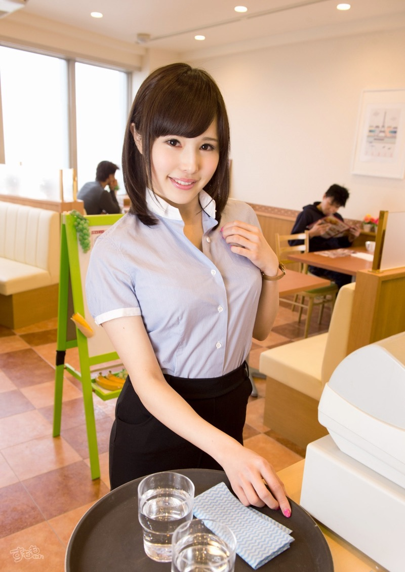 【着衣おっぱいエロ画像】服を着ていてもおっぱいラインがエロい美女! 67