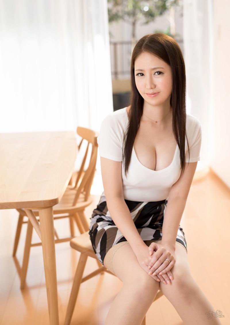 【着衣おっぱいエロ画像】服を着ていてもおっぱいラインがエロい美女! 68