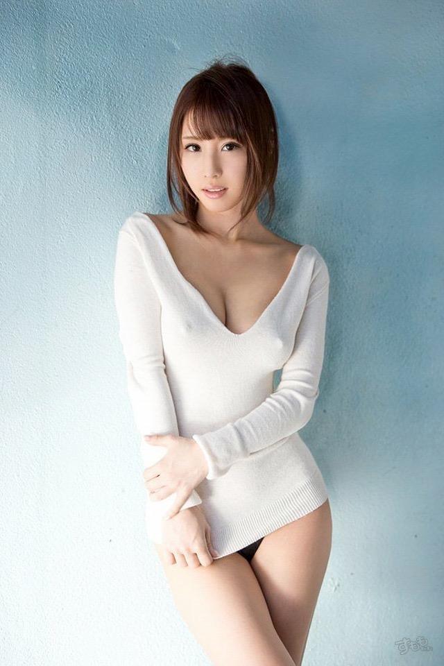 【着衣おっぱいエロ画像】服を着ていてもおっぱいラインがエロい美女! 72