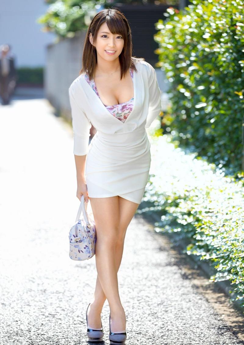 【着衣おっぱいエロ画像】服を着ていてもおっぱいラインがエロい美女! 78