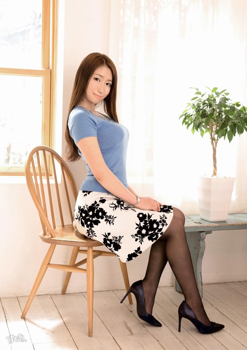 【着衣おっぱいエロ画像】服を着ていてもおっぱいラインがエロい美女! 80