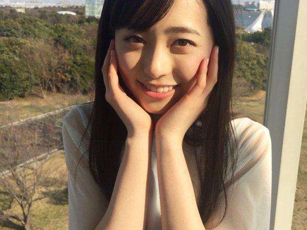 【福原遥グラビア画像】21歳で芸歴15年の若くて可愛いベテラン女優の水着姿