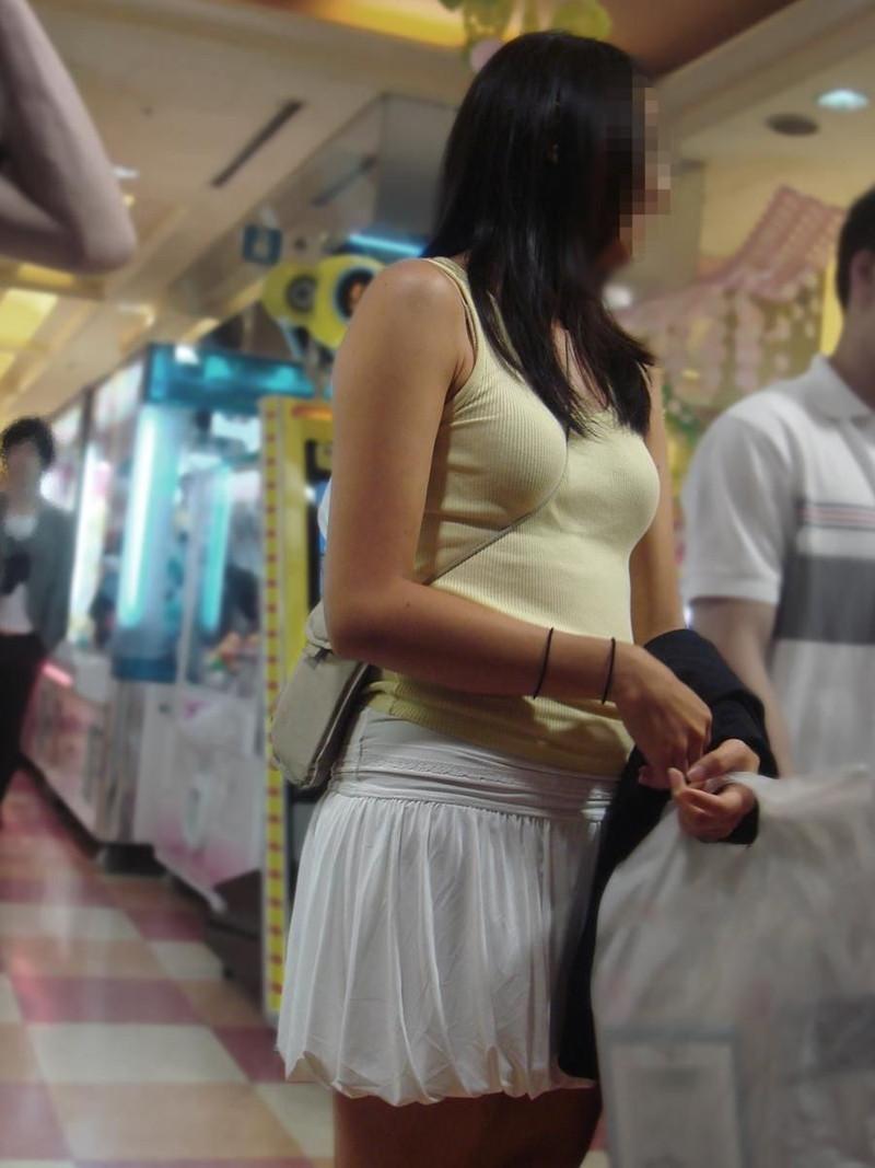 【素人エロ画像】夏本番に入ってノースリーブで出歩くお姉さんのチラ見え乳首wwww 76
