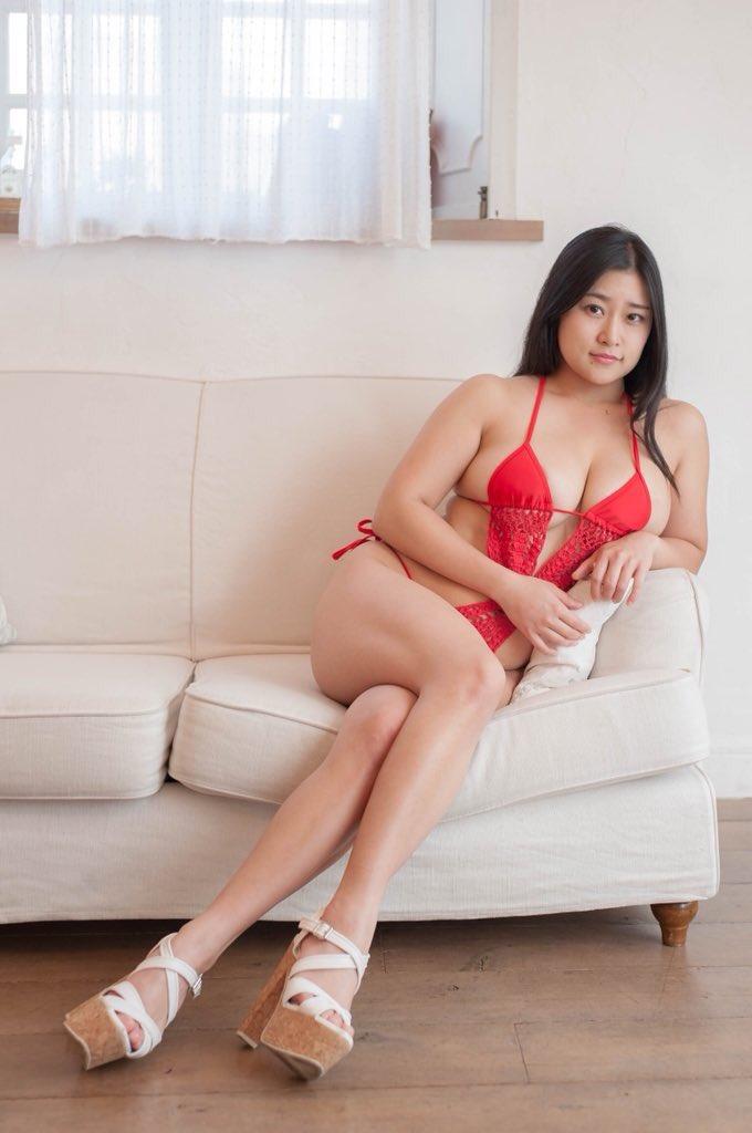 【深井彩夏エロ画像】イメージビデオで乳首を見せまくってたGカップ娘の現在は? 53