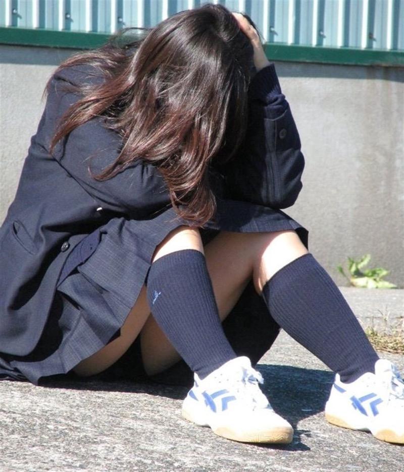【素人JKパンチラエロ画像】風が吹いたり障害物を跨いだりして見えちゃった女子校生 05