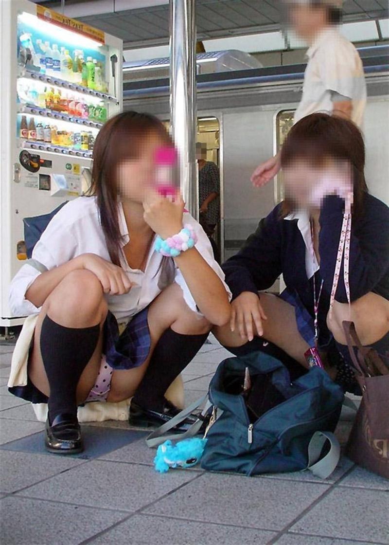 【素人JKパンチラエロ画像】風が吹いたり障害物を跨いだりして見えちゃった女子校生 10