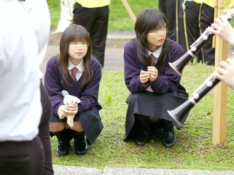 【素人JKパンチラエロ画像】風が吹いたり障害物を跨いだりして見えちゃった女子校生 16