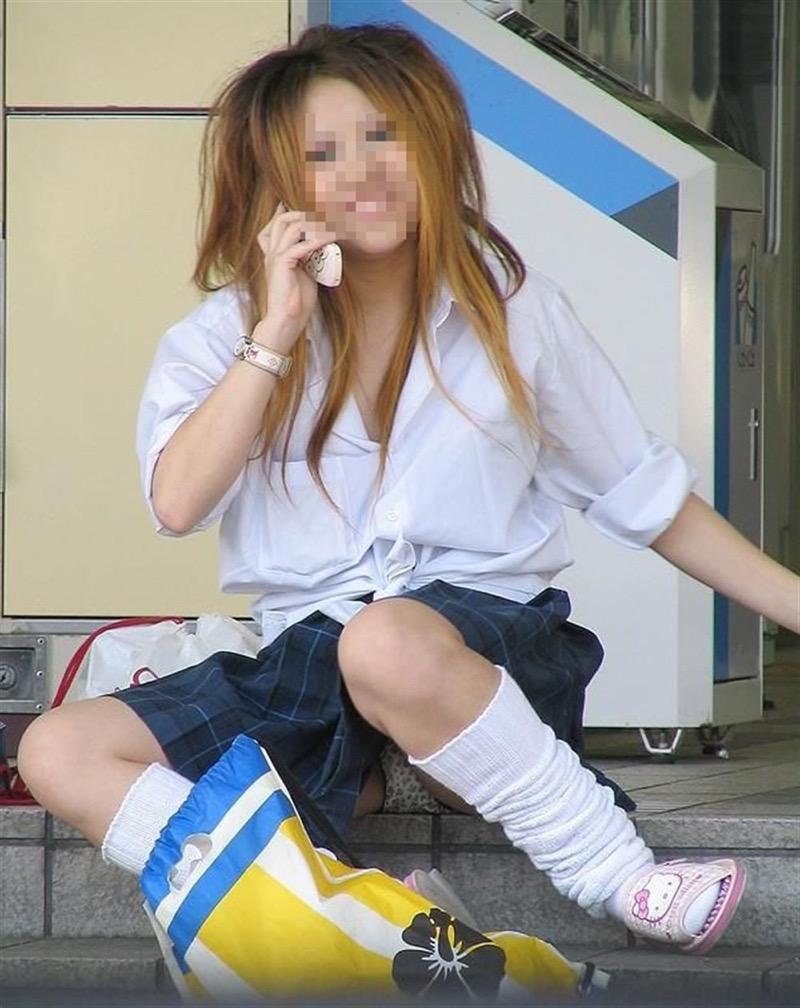 【素人JKパンチラエロ画像】風が吹いたり障害物を跨いだりして見えちゃった女子校生 37