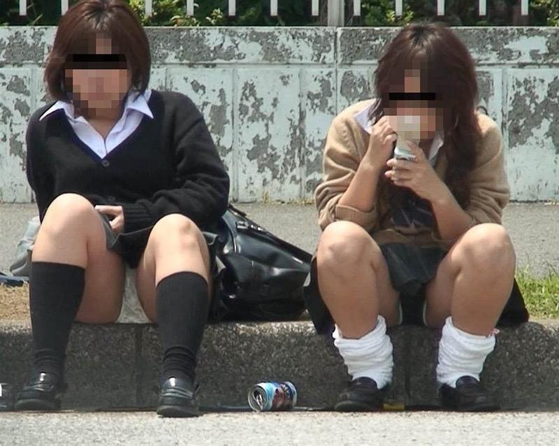 【素人JKパンチラエロ画像】風が吹いたり障害物を跨いだりして見えちゃった女子校生 46