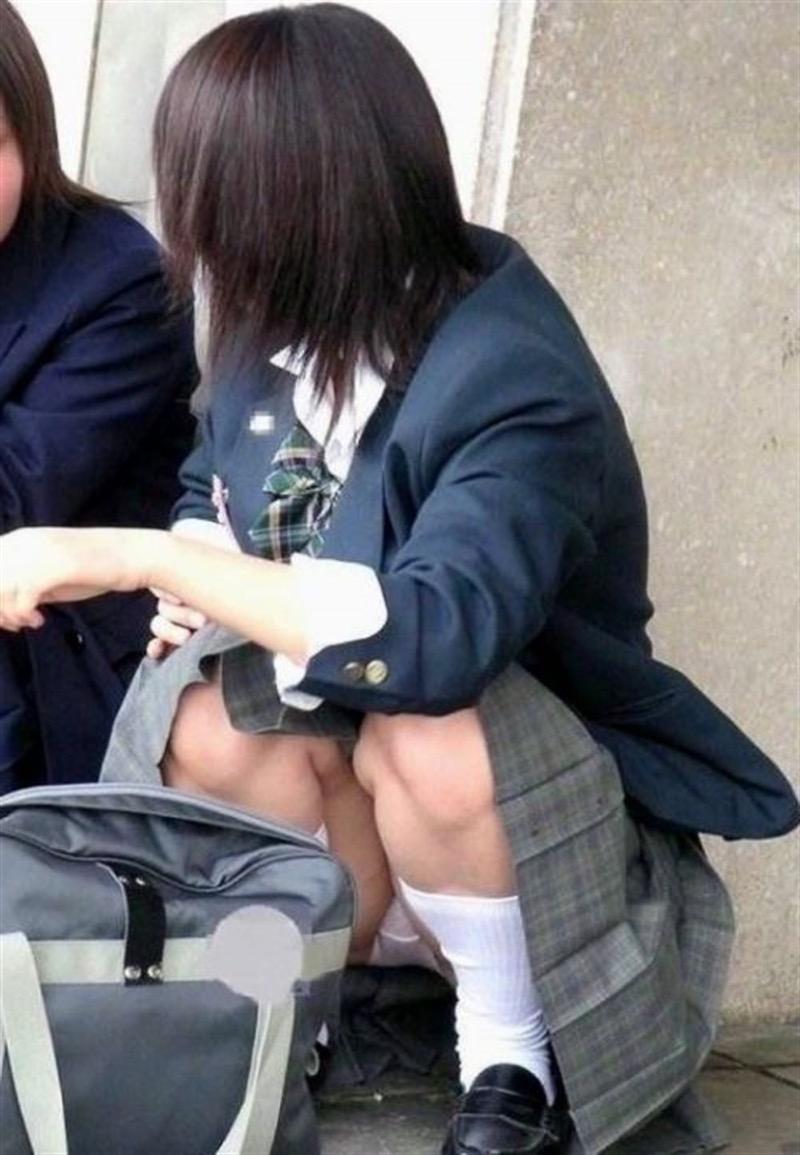【素人JKパンチラエロ画像】風が吹いたり障害物を跨いだりして見えちゃった女子校生 48