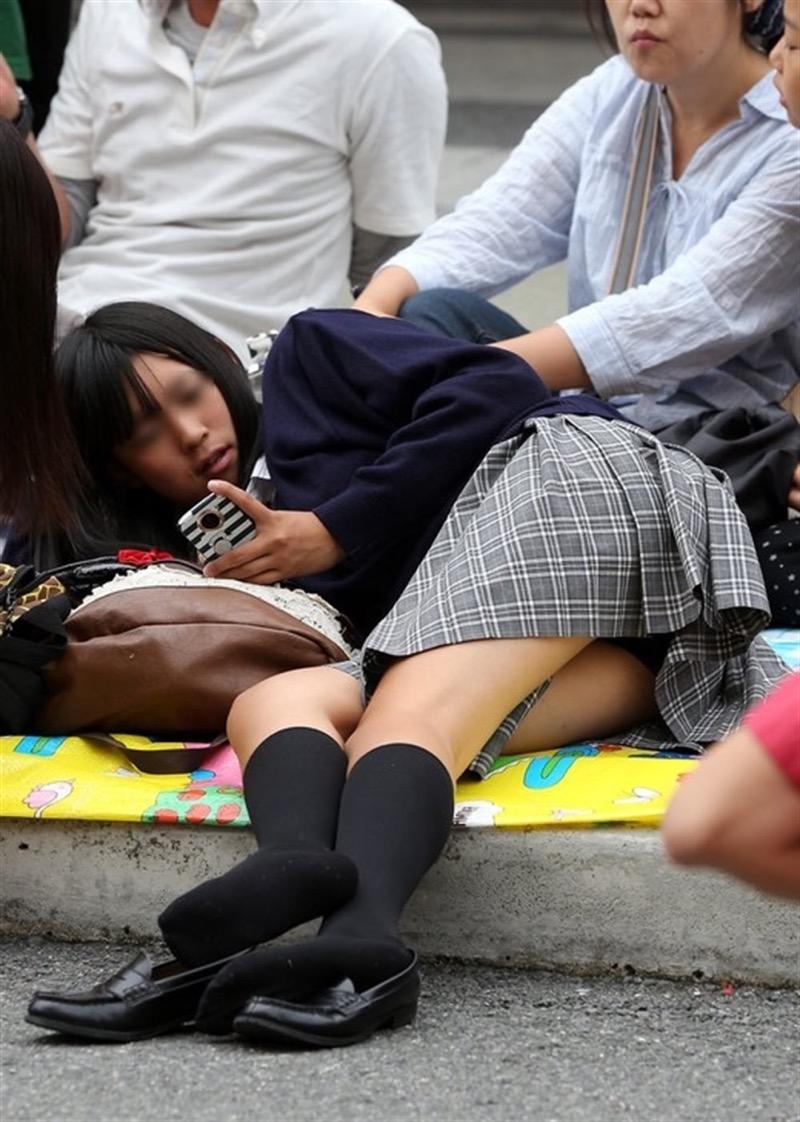 【素人JKパンチラエロ画像】風が吹いたり障害物を跨いだりして見えちゃった女子校生 62