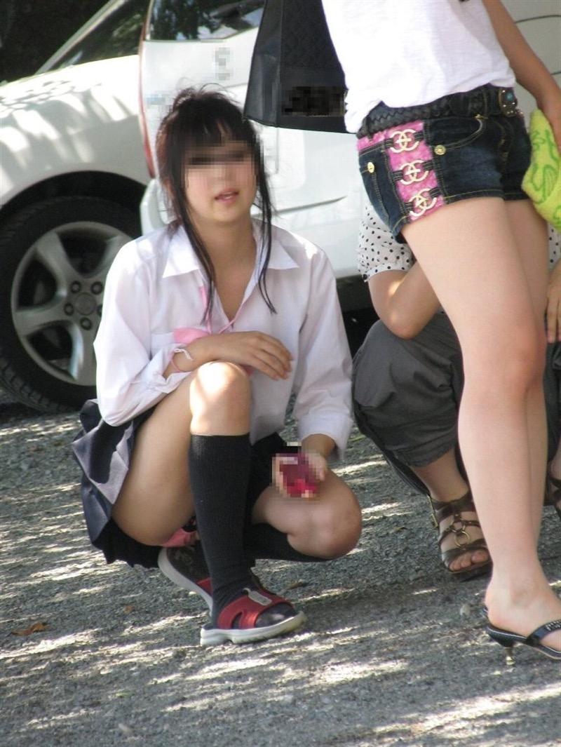 【素人JKパンチラエロ画像】風が吹いたり障害物を跨いだりして見えちゃった女子校生 64