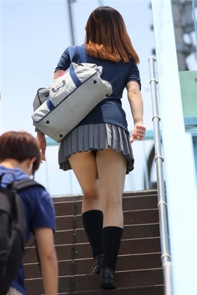 【素人JKパンチラエロ画像】風が吹いたり障害物を跨いだりして見えちゃった女子校生 66