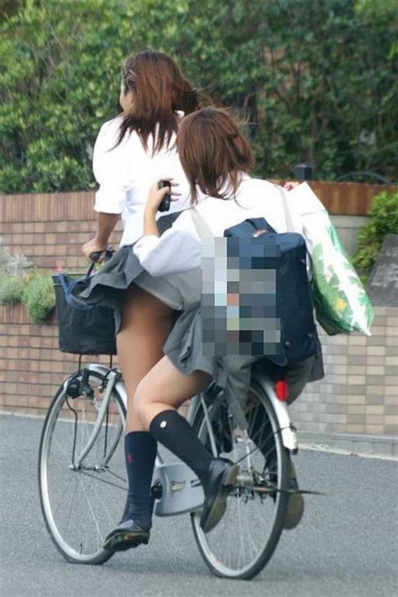 【素人JKパンチラエロ画像】風が吹いたり障害物を跨いだりして見えちゃった女子校生 68