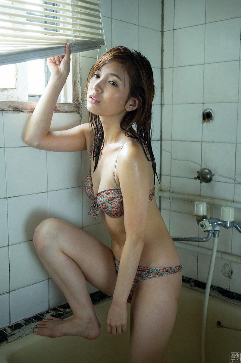 【ほのかグラビア画像】スリムボディがキレイでエロいグラビアモデルのビキニ写真! 09