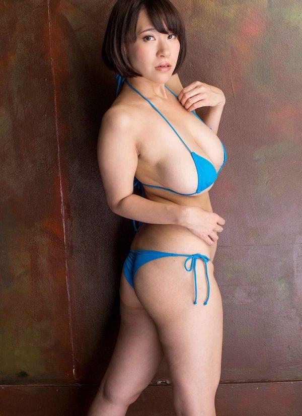 【日比谷亜美グラビア画像】メートル級のデカパイでパイズリさせたい豊満娘! 13