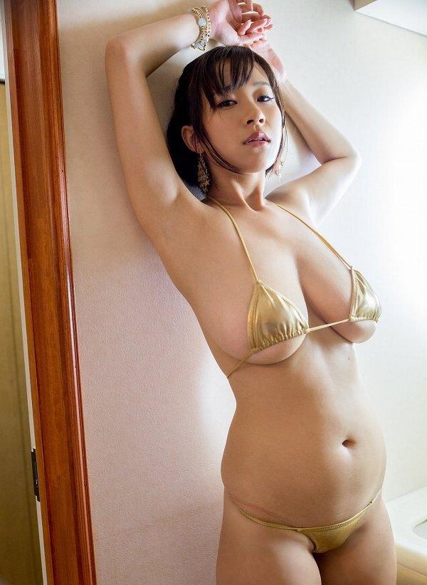 【日比谷亜美グラビア画像】メートル級のデカパイでパイズリさせたい豊満娘! 19