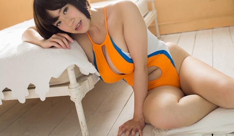 【日比谷亜美グラビア画像】メートル級のデカパイでパイズリさせたい豊満娘! 43
