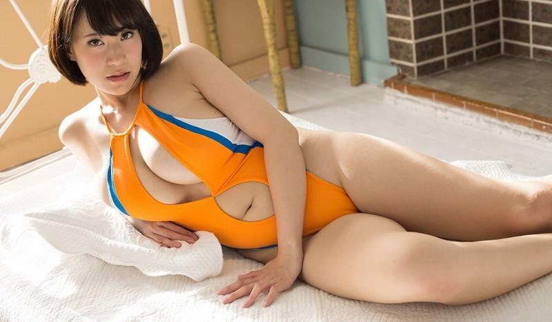【日比谷亜美グラビア画像】メートル級のデカパイでパイズリさせたい豊満娘! 47