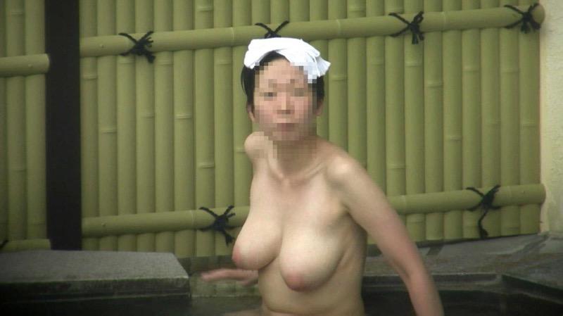 【素人温泉エロ画像】リラックスし過ぎて裸を撮られてしまった素人娘 32