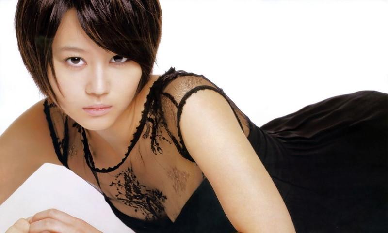 【堀北真希お宝画像】中2でスカウトされた美少女タレントの懐かしいグラビア写真 06