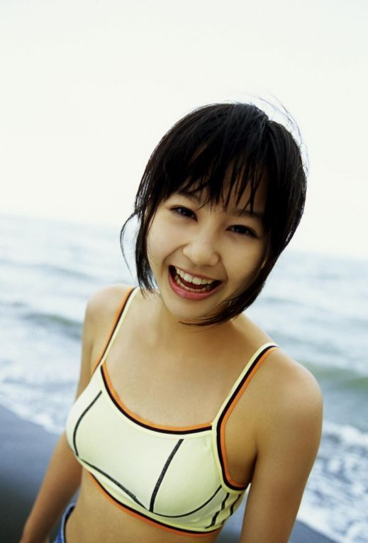 【堀北真希お宝画像】中2でスカウトされた美少女タレントの懐かしいグラビア写真 17