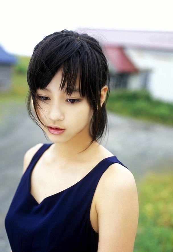 【堀北真希お宝画像】中2でスカウトされた美少女タレントの懐かしいグラビア写真 22