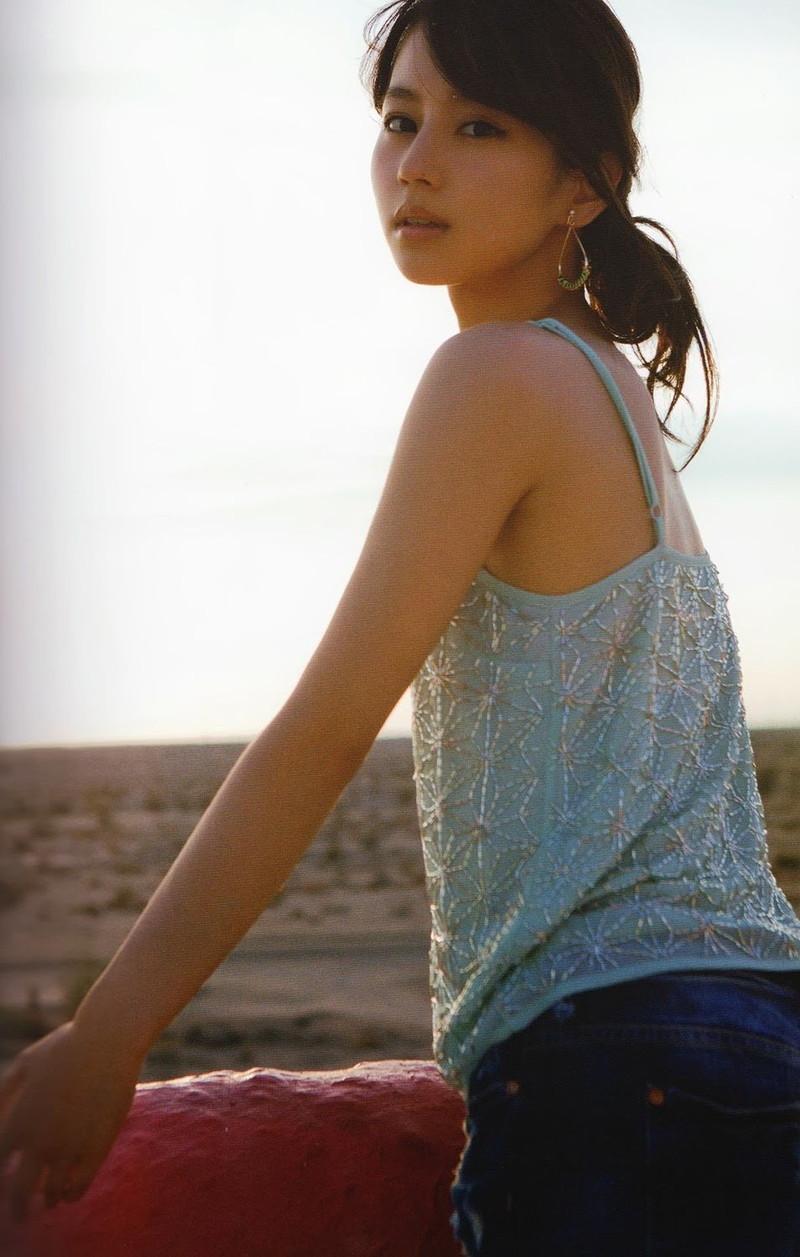 【堀北真希お宝画像】中2でスカウトされた美少女タレントの懐かしいグラビア写真 45