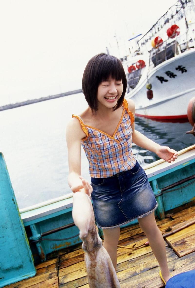【堀北真希お宝画像】中2でスカウトされた美少女タレントの懐かしいグラビア写真 56