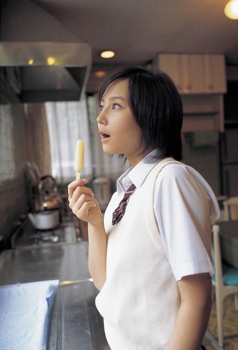 【堀北真希お宝画像】中2でスカウトされた美少女タレントの懐かしいグラビア写真 71